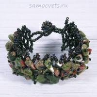 Плетенный браслет унакит и бисер