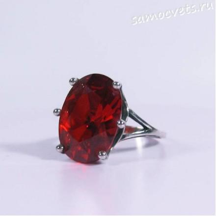 Кольцо с красным кристаллом 15х18 мм