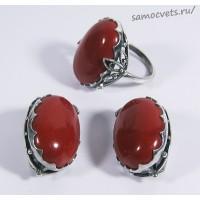Комплект из красной яшмы кольцо и серьги