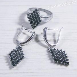 Комплект с чёрными фианитами серьги и кольцо ромб