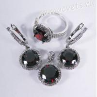 Комплект (серьги + кольцо + подвеска) красные кристаллы (цвет гранат)
